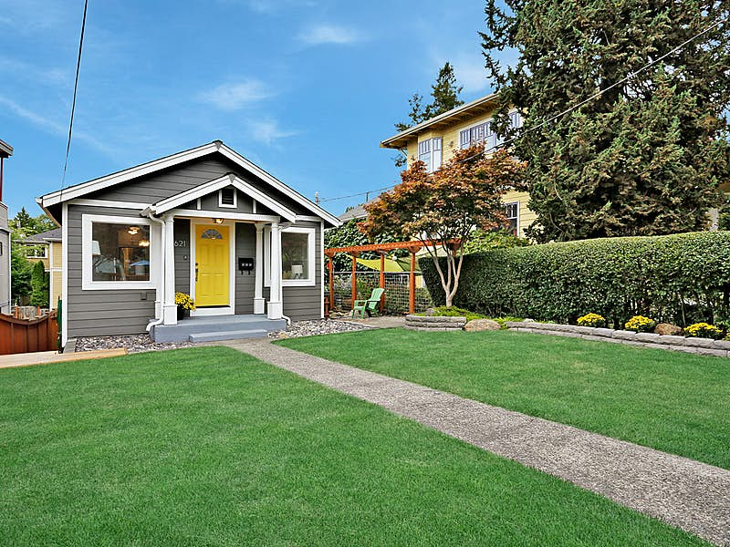 This Craftsman Bungalow has been updated from top to bottom!